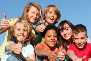 ad737-happy-kids-with-thumbs-up